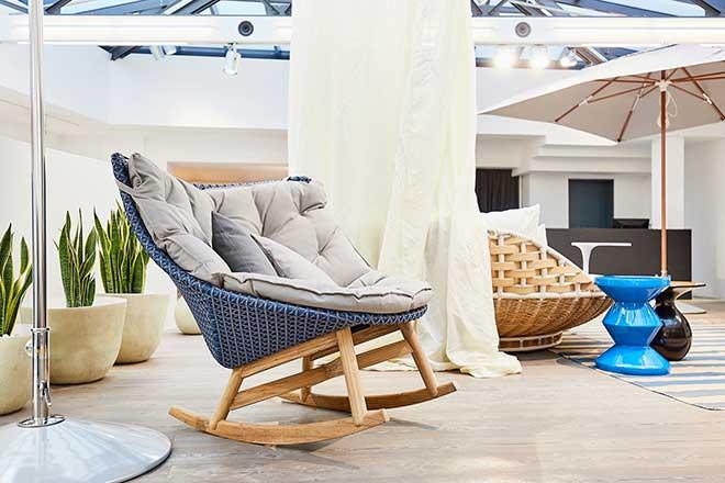 Perfektes Terrassenmöbel: Dedon Sessel aus der MBrace Kollektion. Fotocredit: Marcus Hassler