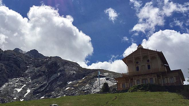 Ca. 4,5 Stunden benötigt man für den Aufstieg, wenn man sich für die Wanderwege ab Schloss Elmau entscheidet.