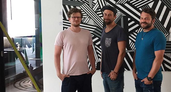 Das Künstlerkollektiv 'Kunstbande' aus Berlin hat das 'Le Meridian München' 'verklebt'! Fotocredit: Brigitta Heilmann