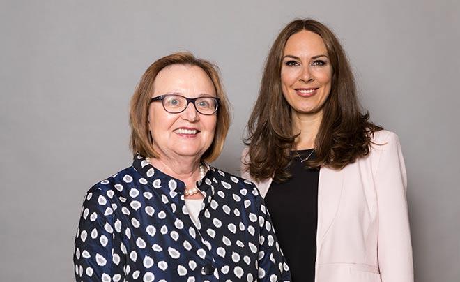 Helena Bommersheim mit VZB-Geschäftsführerin Anina Veigel. Fotocredit: Bettina Theissinger