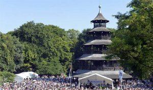 Volkstanz am Chinesenturm: Kocherlball @ Chinesischer Turm | München | Bayern | Deutschland