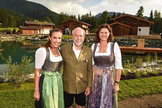 Klaus Graf von Moltke und seine Frau Susanne luden nach Gut Steinbach. Auch Ministerin Ilse Aigner war neugierig auf das neue Luxus-Refugium in Reit in Winkl. Fotocredit: G. Nitschke, BrauerPhotos
