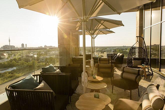 Ab sofort ein neues Plätzchen für perfekte Blicke auf unser München. Fotocredit: Motel One