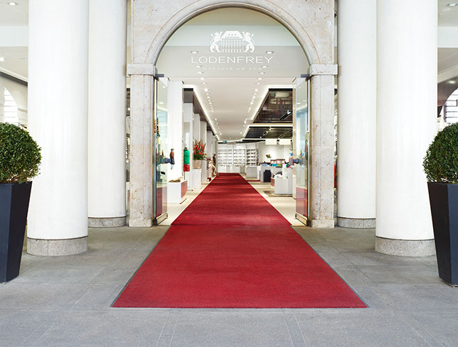 e1d89fbe4a5e74 In den letzten Jahrzehnten hat sich der inhabergeführte Department Store zu  einer wahren Münchner Institution entwickelt. Dabei vollzog LODENFREY einen  ...