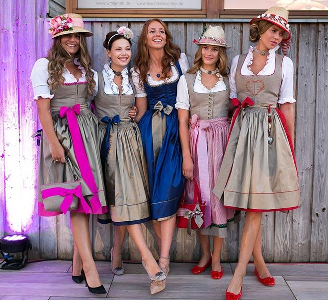 Fünf aktuelle Dirndl-Outfits von Nicoletta Giacomelli.