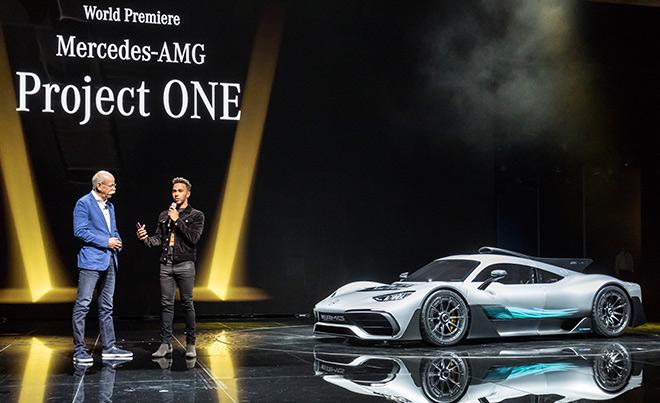 Lewis Hamilton stellte den neuen Mercedes-AMG in Frankfurt mit vor.