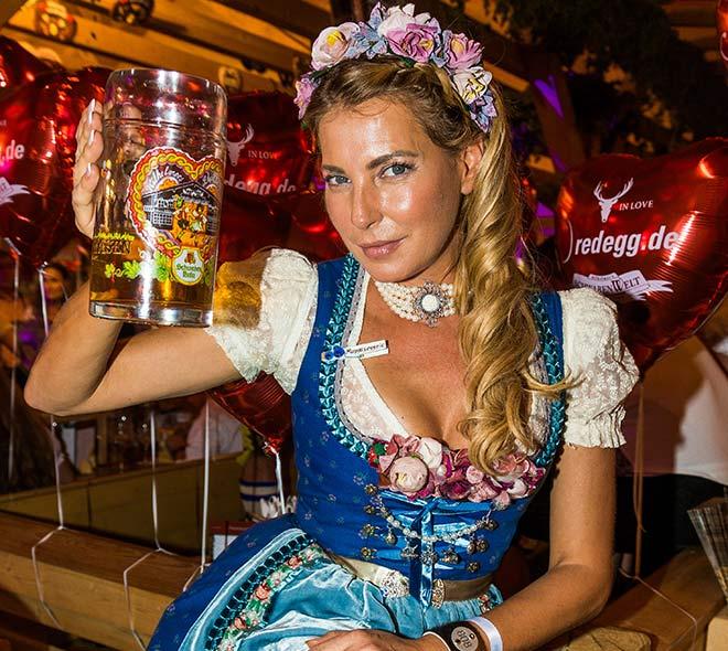 Giulia Siegel beim Canstatter Volksfest. Fotocredit: Thomas Niedermüller