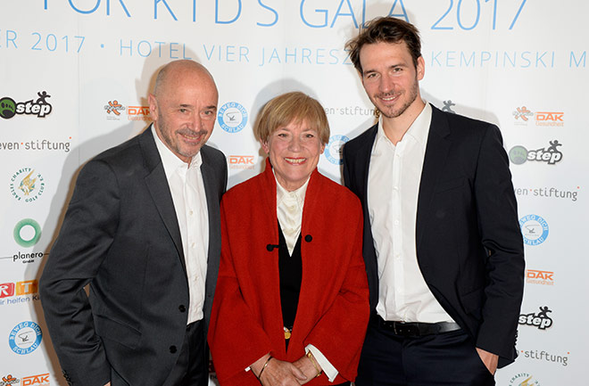 Felix Neureuther mit seinen Eltern. Fotocredit: Frank Rollitz SchneiderPress