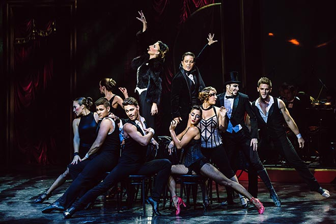 """Mit""""Paris de Nuit""""präsentiert die ungarische Nouveau Cirque-Compagnie Recirquel eine Deutschlandpremiere im Spiegelzelt auf dem Tollwood Winterfestival (26.11. – 31.12.). Fotocredit: Attila Nagy"""