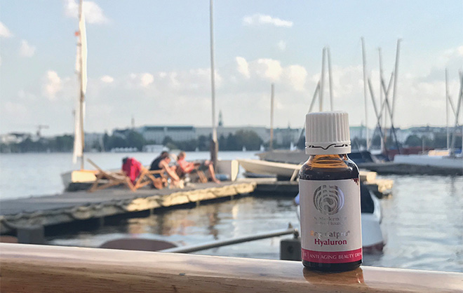 Regulatpro Hyaluron Beauty Drink: Sogar auf Geschäftstermin in Hamburg dabei: BeautyDrink im 20 ml-Fläschchen