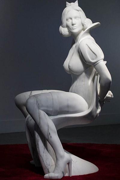 Als Highlight wird auch die provokante lebensgroße (85x90x160) 600 Kilogramm schwere Schneewittchen-Marmorfigur von Guiseppe Veneziano zu sehen sein.