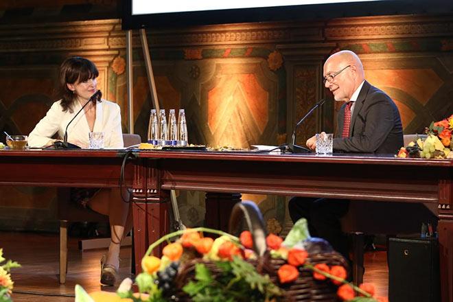 Dr. Sonja Lechner mit Prof. Dr. Dr. Udo di Fazio (ehemalige Richter am Bundesverfassungsgericht) und Geisteswissenschaftlerin Dr. Sonja Lechner. Fotocredit: Ludwig Stuffer für Meggle