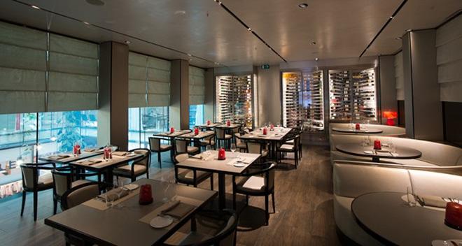 Emporio Armani Caffe mit exklusiven Restaurant