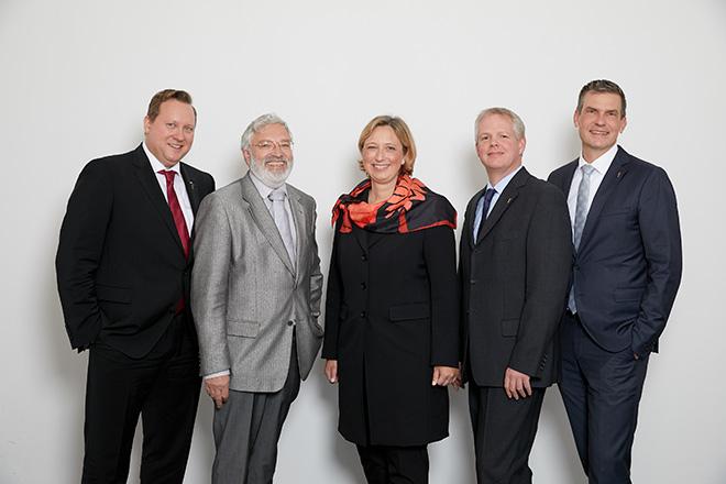 Aufsichtsrat und Vorstand v.l.n.r.: Nils-Peter Hey (Aussichtsratsvorsitzender), Klaus Finck (Aufsichtsrat), Alexandra Dellmeier (Vorstandsmitglied), Stefan Levko (Aufsichtsrat), Matthias Holz (Vorstandsvorsitzender). Fotocredit: Maik Kern
