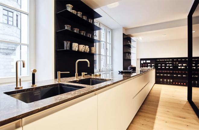 Einzigartige Designqualität: Poliform Küche TRAIL mit einer Arbeitsfläche aus Marmor