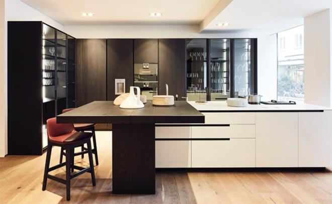 Hochwertige Designerküchen (hier: Küche PHOENIX) und Highlights aus den aktuellen Poliform und Varenna Kollektionen