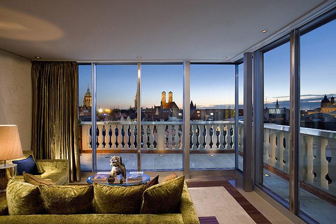 Silvester München: In der Suite Oriental im Mandarin Oriental München hat man den besten Blick auf Feuerwerk & Co.!