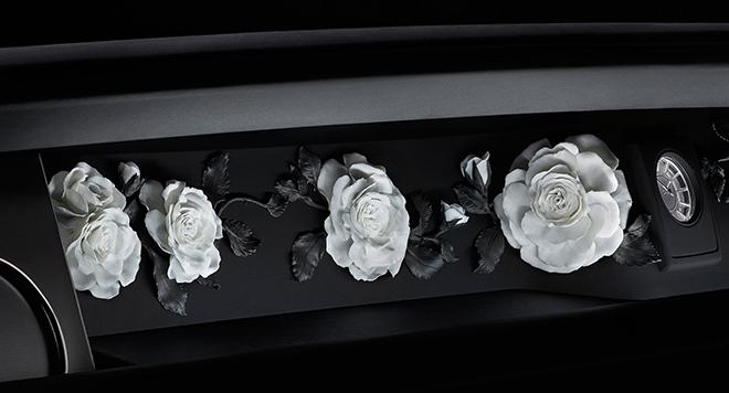 Erstmals wurden weißes und schwarzes Biskuitporzellan in einem Objekt miteinander kombiniert. Dies ist eine Weltpremiere in der Porzellanherstellung!
