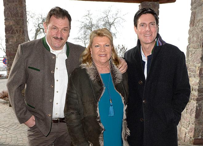 Marcus Höfl mit seinen Schwiegereltern. Fotocredit: Frank Rollitz - SchneiderPress