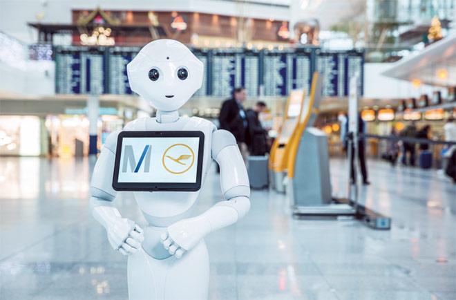 'Josie Pepper' ist der erste humanoide Roboter und damit künstliche Intelligenz, welcher an an einem deutschen Flughafen zum Einsatz kommt. Fotocredit: Bernhard Huber für FMG