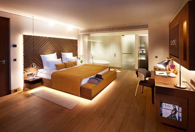 19 Schlafzimmer von (25 – 93 qm) sind individuell gestaltet. Einige haben den spektakulären Blick über den Marienplatz. Fotocredit: Marc Oeder