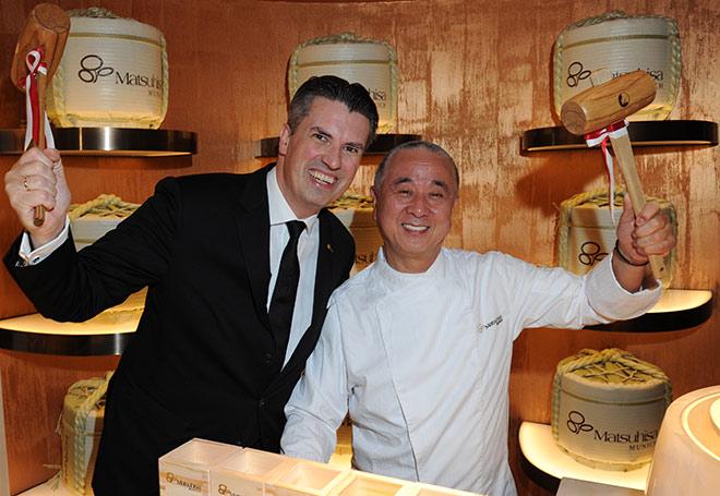 Mandarin Oriental München Direktor Wolfgang Greiner mit Nobu beim Opening 2016 seines Gourmetrestaurant Matsuhisa. Fotocredit: BrauerPhotos