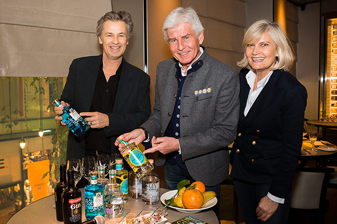 Testeten zum Gin-Tasting: Schauspieler Timothy Peach, Moderator Frederic Meisne rmit Frau Yvonne. Fotocredit: Stefan J. Wolf