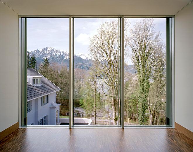 Der Aussichtsraum des Franz Marc Museums schafft die perfekte Symbiose von Kunst und Natur. Foto: Roger Frei