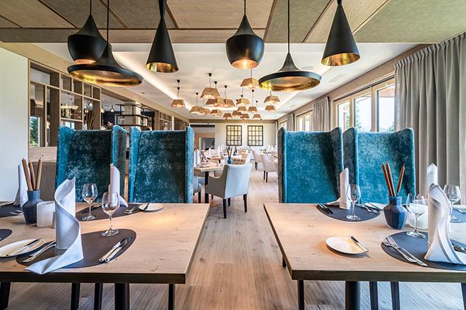 Blick in den neuen Restaurantbereich von Hotel Alpenhof. Fotocredit: Tiberio Sorvillo und Luca Guadaguini