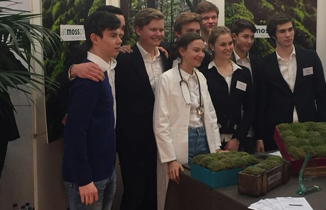 Luftreiniger aus Moos: Diese Schüler haben mehr als die Schule (und Klassenfeten) im Kopf: nämlich den Erhalt der Umwelt und eine gesunde Luft in der Stadt!