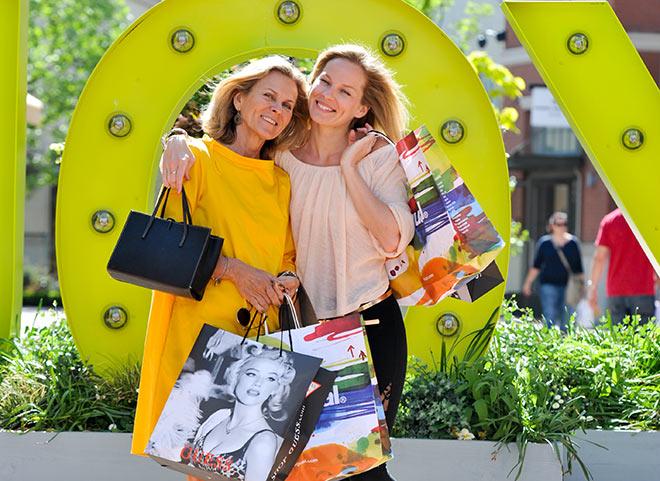 Andrea L'Arronge und Tochter 'Jessi' auf Shoppingtour. Fotocredit: G. Nitschke, BrauerPhotos