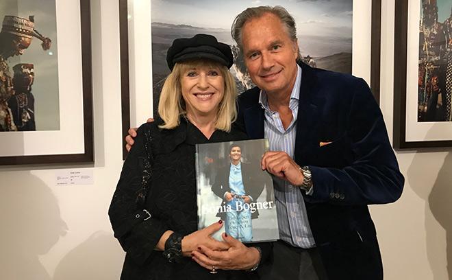 Patricia Riekel (Ex-Bunte) mit Henrik te Neues und ihrem neuen Buch 'Sonia Bogner'.
