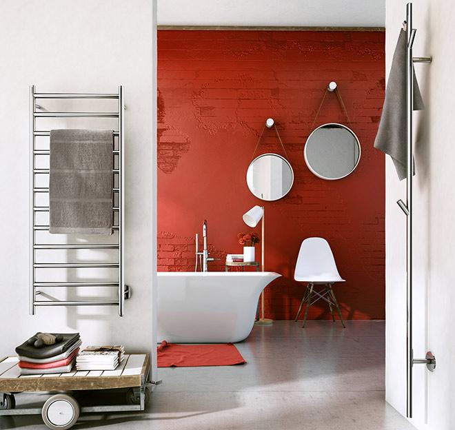 Rechts im Bild: Ein Badheizkörper außer der üblichen Formensprache für Badheizkörper. Handtuchwärmer-Baum von Smedbo