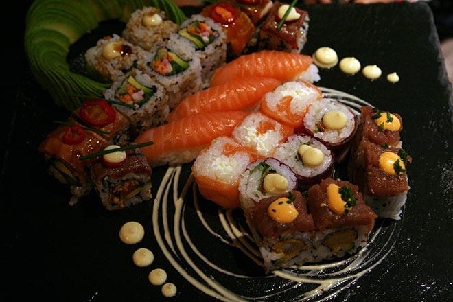 Die Sushi-Innovationen entstehen durch Kooperationen mit ausgezeichneten Sterneköchen und internationalen Künstlern