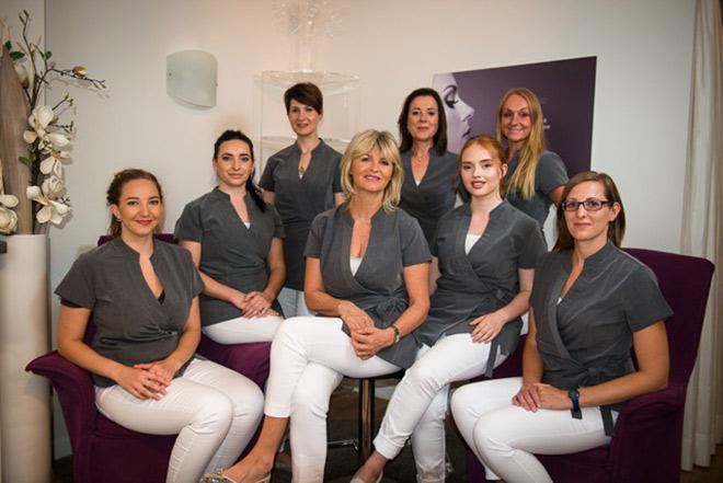 Geballte Beauty-Kompetenz: Das Team der Tagesfarm mit Dagmar Richter (Mitte vorn) und Gründerin Ulrike Keller-Knobelspies (2.v.r. im Background).