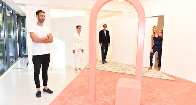 Künstler Jonas von Ostrowski (v.l.) mit Julia Frohwitter(Sammlung Frohwitter) mit den beiden Direktoren der art Gallery,Dr. Isabella GoebelundPeter Martin.