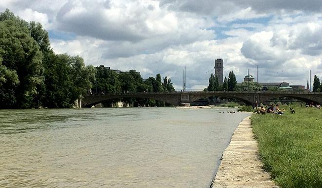 Nur in München ist das Schwimmen und Baden in der Isar noch verboten. Kommt jetzt das Isar-Flussbad?