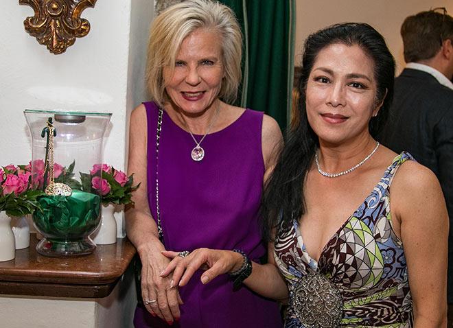 Münchner PR-Lady Annette Zierer mit Filmproduzentin Ankie Lau. Fotocredit: Wild Foto