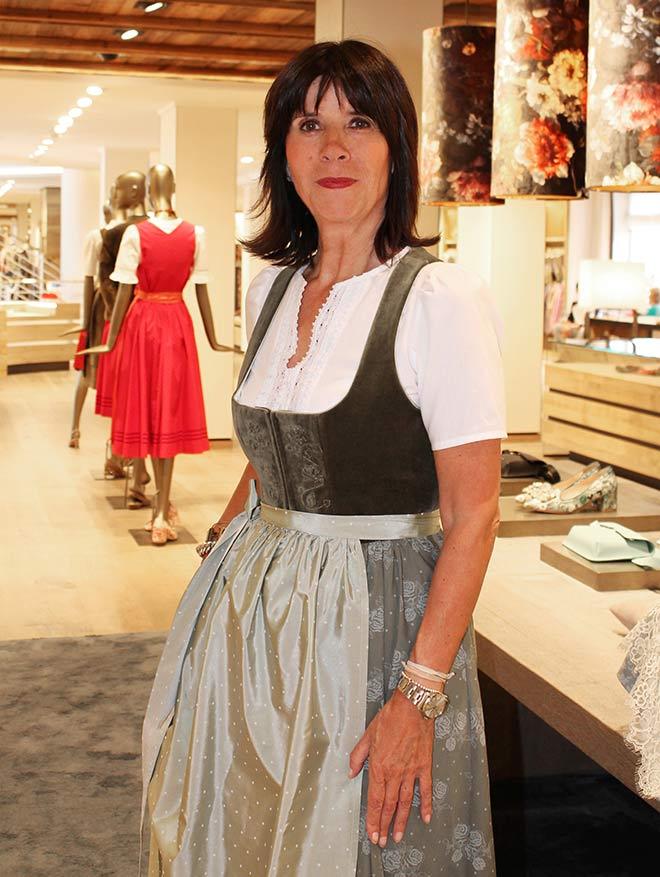Gabriele Hammerschick im neuen Lodenfrey Wiesndirndl - Als Einkaufs- und Abteilungsleiterin der Trachtenabteilung ist sie die Münchner Trachtenexpertin schlechthin!