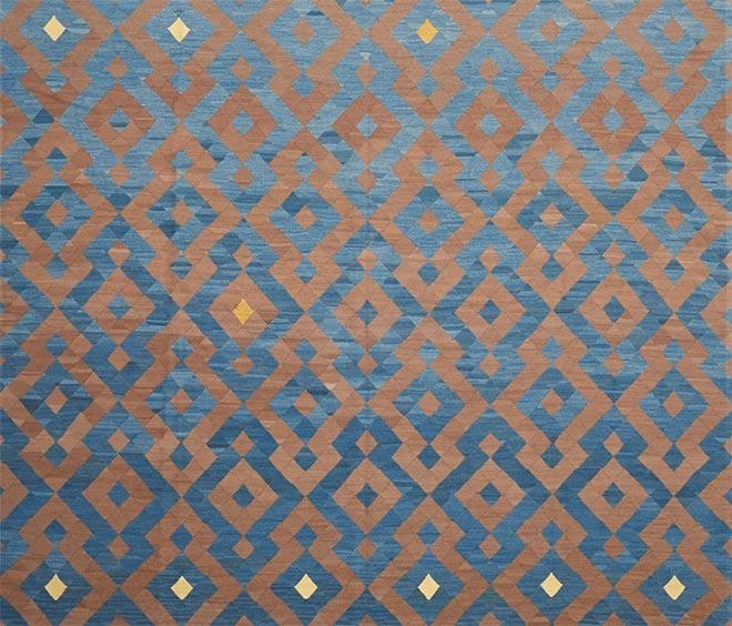 Ein Spiel mit expressiven geometrischen Mustern zeigt der Teppich TE aus der GEOMETRY COLLECTION.