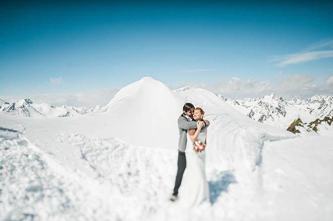 Eine der ungewöhnlichsten Hochzeits-Locations: Mitten auf dem Gletscher! Hochzeit 2018/2019 Trend. Fotocredit: diehochzeitsfotografen.de