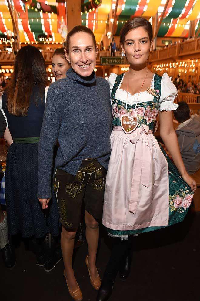 Dirndl vs. Lederhose. Fashionexpertine Annette Weber verriet uns, warum sie in Lederhose kam. Fotocredit: G. Nitschke, BrauerPhotos