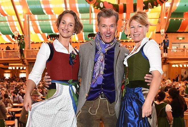 Schauspielerin Lara Körner mit DJ John Munich und Designerin Michaela Keune. Fotocredit: G. Nitschke, BrauerPhotos