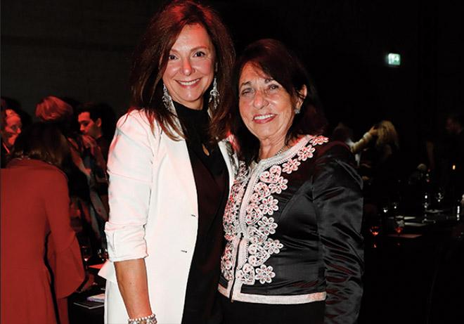 Ursula Dämmrich von Luttitz mit Mietwagen-Unternehmerin Regina Sixt beim Dom Pérignon Legacy Dinner. Fotocredit: Franziska Krug, GettyImages