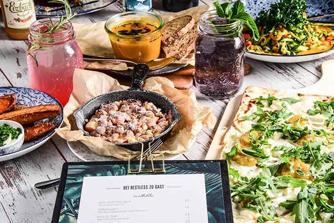 In Münchens erstem Pop-up-Restaurant 'RESTLESS' wechselt im mehrwöchigen Rhythmus die Karte!