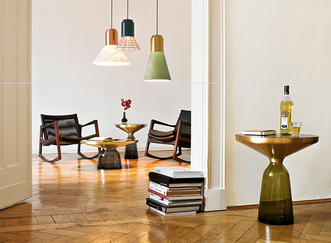 ClassiCon Euvira Rocking Chair und Bell Table Light. Foto: Holzner