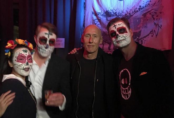 Schauspieler Detlef Bothe mit Gastgeber Hans Peter Eder bei der Tequila Halloween Party. Fotocredit: Zierer Communication