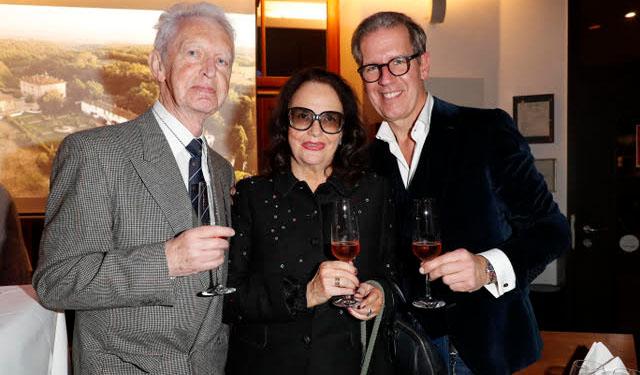 Rolf Kuhsiek, Wolff und Guido Prick verkosteten den Ferragamo Wein. Fotocredit: TOSHIgawa Ltd. und Co. KG