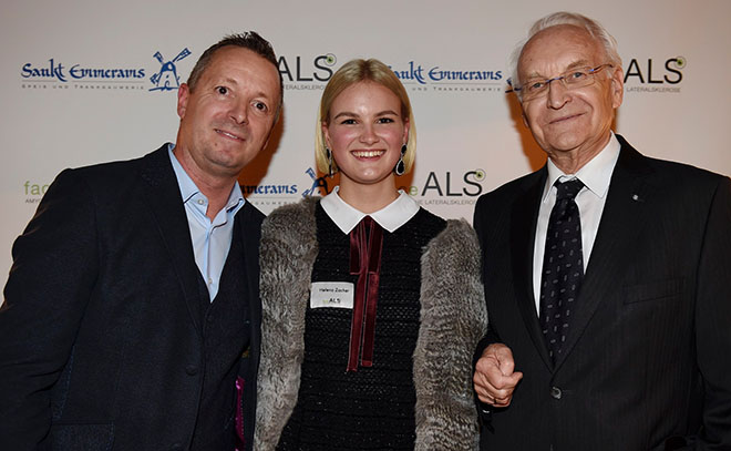 Dr. Edmund Stoiber unterstützt die faceALS Stiftung von Karl-Heinz Zacher, dessen Frau Nina 2016 mit 42 an ALS verstarb, Mitte: Helena Zacher, 17, die beim Stiftungsabend aus dem Buch über ihre verstorbene Mutter vorlas