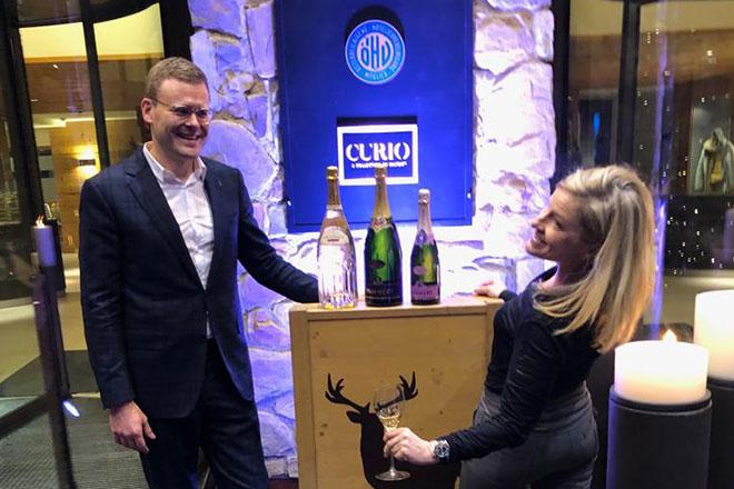 Hotel-Direktor Stefan Bauer mit PR-Lady Friederike Müller